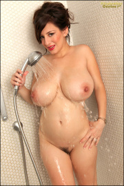 Wet T- Shirt Shower - Set 3 - All-nude soapy big boobs!