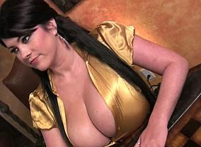 Rachel Aldana with her howling boobs